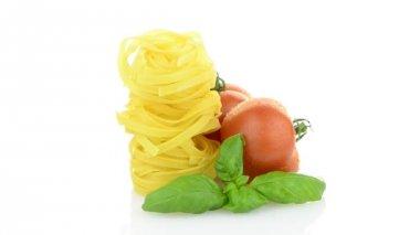 Cherry tomatoes, garlic and pasta — Stock Video