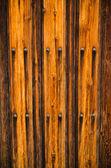木製のドアのテクスチャの背景を風化します。. — ストック写真