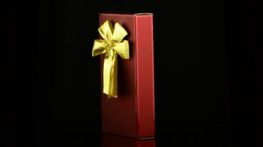 Red box with gold bow — Stock Video