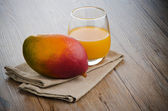 Fresh mango juice — Stock Photo