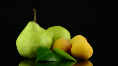 Apricots and pears — Stock Video