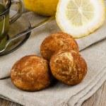 Lemon tea and cookies — Stock Photo