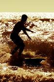 Longboarder navegando al atardecer — Foto de Stock