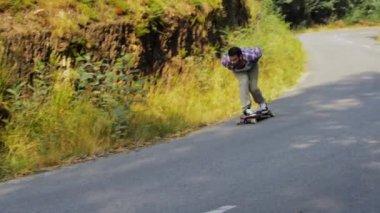 Skateboarding training downhill — Stock Video