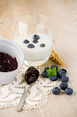 Yogurt with fresh blueberries — Stock Photo
