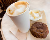 Cappuccino and Cookie — Stock Photo