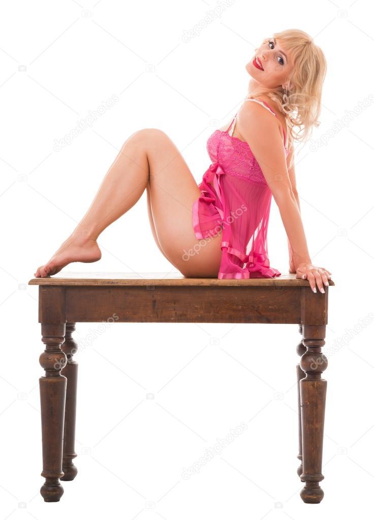 seksualnaya-blondinka-v-rozovom