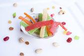 Twórczy słodki deser z orzechami — Zdjęcie stockowe
