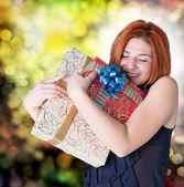 Kutuları gifts.holiday konsepti ile mutlu gülümseyen kızıl saçlı kadın — Stok fotoğraf