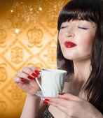 Coffee.Beautiful Woman with Cup aromatic Coffee — Stock Photo