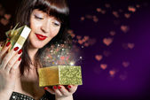 Valentines Day.Gift box with a surprise for a charming Girl — Foto Stock