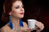 Beautiful Girl drinks aromatic Coffee. Natural Coffee — Stock Photo