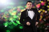 Elegante volwassen mode glamour man in smoking — Stockfoto