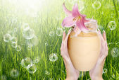 Natuurlijke bloem crème voor huidverzorging female.spa — Stockfoto
