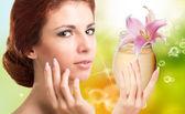 Beauty Girl Portrait. Beautiful Spa Woman.Natural Cream for Skincare Face — Foto de Stock
