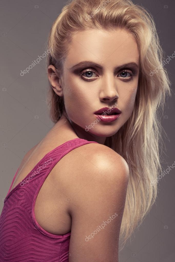 Glamorous seductive blonde model headshot on a grey studio background — Stock Photo #12904622