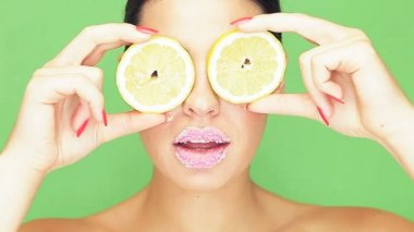 Woman with lemon eyes and puckered lips — Stock Video