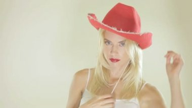 Pretty blonde in a red cowgirl hat — Stock Video