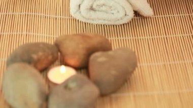 Спа камни и свеча — Стоковое видео #13986978
