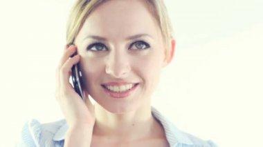 ビジネス女性からの電話 — ストックビデオ