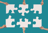 Mains et puzzle — Photo