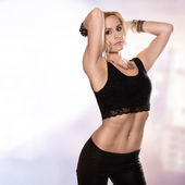 Poza seksowna blondynka — Zdjęcie stockowe
