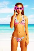 Young beautiful woman enjoying the sun on the beach wearing cool glasses — Stock Photo