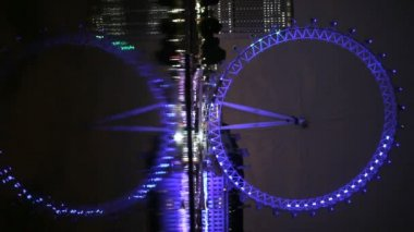 London Eye reflected in the Thames — Vidéo