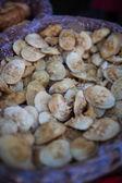 Tigela contendo moluscos marinhos — Fotografia Stock