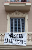 Protest banner hung on a building facade — Foto de Stock