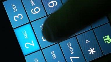 Mão de homem está discando um número de telefone — Vídeo Stock