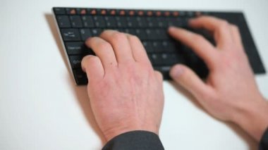 Businessman typing on a keyboard — Stock Video