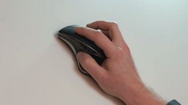 Businessman hand using a mouse — Stock Video
