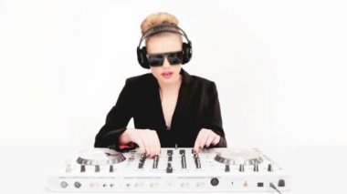Beautiful sexy blond DJ in sunglasses — Stock Video