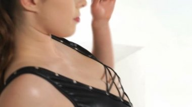 Sexy woman wearing PVC dress and hat — Stock Video