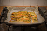 Preparing baked fish in a roasting pan — Stock Photo