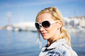Beautiful natural young blond woman in sunglasses — Stock Photo