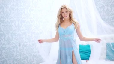 Beautiful vivacious woman with long blond hair — Stock Video