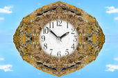 The dial of hours in old moss stone. — Stockfoto