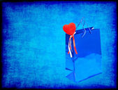 Blue Valentines Day gift bag and red heart on blue grungy backgr — Foto de Stock