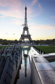 Eiffel Tower at dawn with reflection seen from Trocadero. Paris landmark. France. — Stock Photo