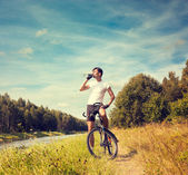 Man Riding a Bicycle on Nature Background — Stockfoto