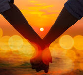 Couple Holding Hands at Sea Sunset — Stock Photo