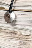 Stethoskop lügt oder auf papier — Stockfoto