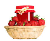 Red strawberries and jam in the basket — Stockfoto