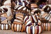 Dřevěné náramky. — Stock fotografie