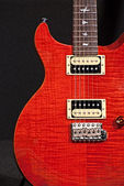 Red electric guitar. — 图库照片