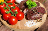 Meat with fresh vegetables. — Stock Photo