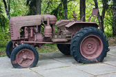 An old vintage rusty tractor — Stock Photo