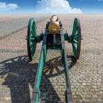 el cañón de antigua en una plaza — Foto Stock #47910161